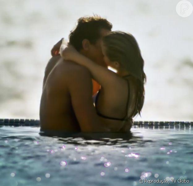 Bárbara (Bárbara França) e Gabriel (Felipe Roque) protagonizam cena quente na novela 'Malhação' e internautas comentam: 'Esses sabem aproveitar a vida'