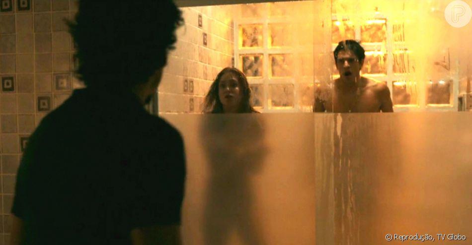 Em 'Justiça', Pedro Lamin é o ex-namorado de Isabella (Marina Ruy Barbosa). Eles transam no chuveiro momentos antes do noivo Vicente (Jesuita Barbosa) matar a jovem