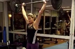 Giulia Costa mostra boa forma e disposição em treino na academia. Veja vídeo!
