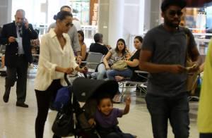 Filho de Taís Araújo e Lázaro Ramos dá show de simpatia em aeroporto do Rio