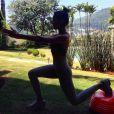 Apesar de ter pouco tempo para se exercitar devido às gravações, Jacqueline Sato pratica atividades regulares como corridas e abdominais