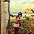Talitha Morete posta foto em praia de Fernando de Noronha