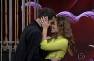Paolla Oliveira ganha beijo de Joaquim Lopes no 'Vídeo Show': 'É o meu gato'