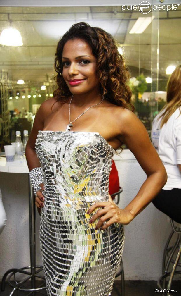Quitéria Chagas vai escolher a nova rainha de bateria do Império Serrano (03 de dezembro de 2013)