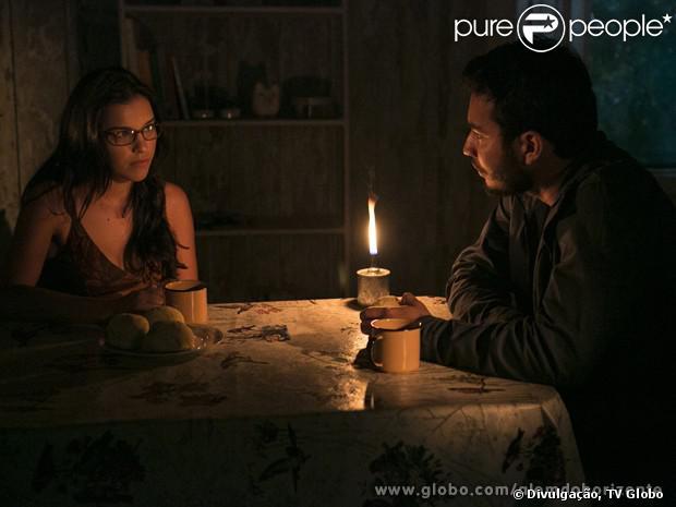 Matias (Begê Muniz) e Celina (Mariana Rios) se beijam em 'Além do Horizonte', em 9 de dezembro de 2013