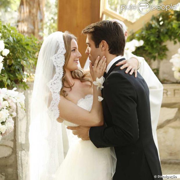 Joshua Bowman e Emily VanCamp se casam no último episódio ...
