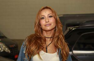 Sabrina Sato exibe novo visual, com cabelos loiros, em festival de música, em SP