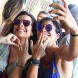 Fernanda Souza e Julina Knust posam para selfie