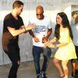 Paloma Bernardi, Joaquim Lopes e Rafael Zulu caem no samba, durante a festa de aniversário do ator de 'Sol Nascente'