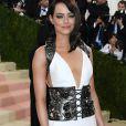 A atriz Mila Kunis usa a tendência lace up como cinto