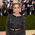 Veja fotos de famosas que apostam na tendência de lookslace up , ou trançado e com amarração como também são conhecidos