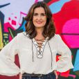 Para apresentar o 'Encontro', Fátima Bernardes aposta em um visual mais casual e concilia a tendência lace up com calça jeans