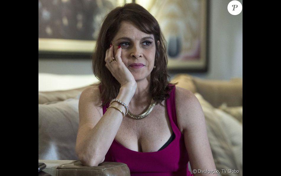 Vânia (Drica Moraes) decide prejudicar o marido, Antenor (Antonio Calloni), após uma briga, na reta final da minissérie 'Justiça'