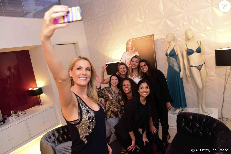 2eb7946b1e4ac Ana Hickmann tirou muitas selfies com fãs - Purepeople