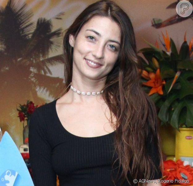 Julia Oristanio conta como é seu relacionamento com fãs de Rafael Vitti