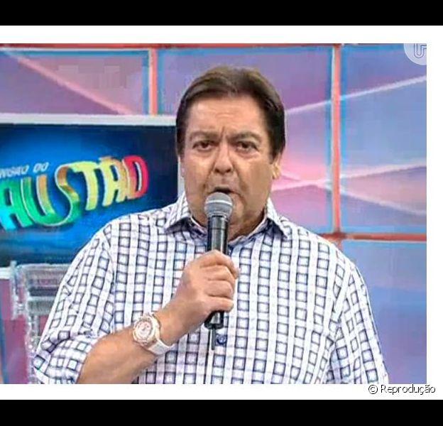 Fausto Silva criticou torcedores do Atlético-PR e do Vasco que brigaram na Arena Joinville e a falta de segurança na arquibancada, em 8 de dezembro de 2013, no 'Domingão do Faustão': 'Só teremos um país decente com Justiça. Este é o país da Copa do mundo!'