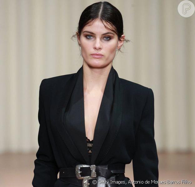 Isabeli Fontana desfilou na passarela da estilista Alberta Ferretti nesta quarta-feira, dia 21 de setembro de 2016, durante a Semana de Moda de Milão
