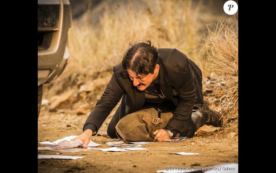 Carlos (Marcelo Serrado) foge com dinheiro pela caatinga e acaba morrendo no último capítulo da novela 'Velho Chico'