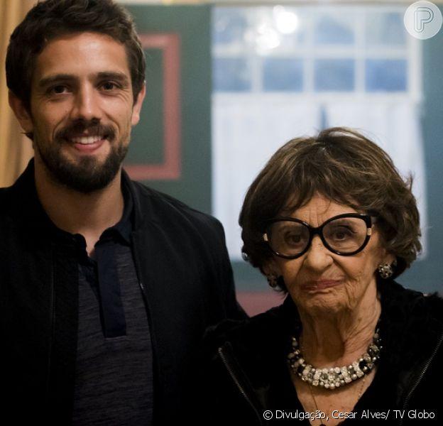 Sinhá (Laura Cardoso) exige que Cesar (Rafael Cardoso) lave dinheiro ilícito na Arraial Pescados, nos próximos capítulos da novela 'Sol Nascente', a partir de 4 de outubro de 2016