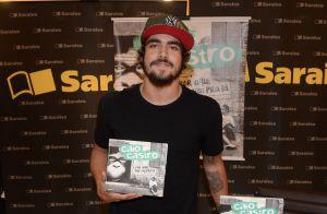 0100f3b4f769e Caio Castro é agarrado por fãs ao lançar livro sobre viagem em São Paulo.  Fotos!