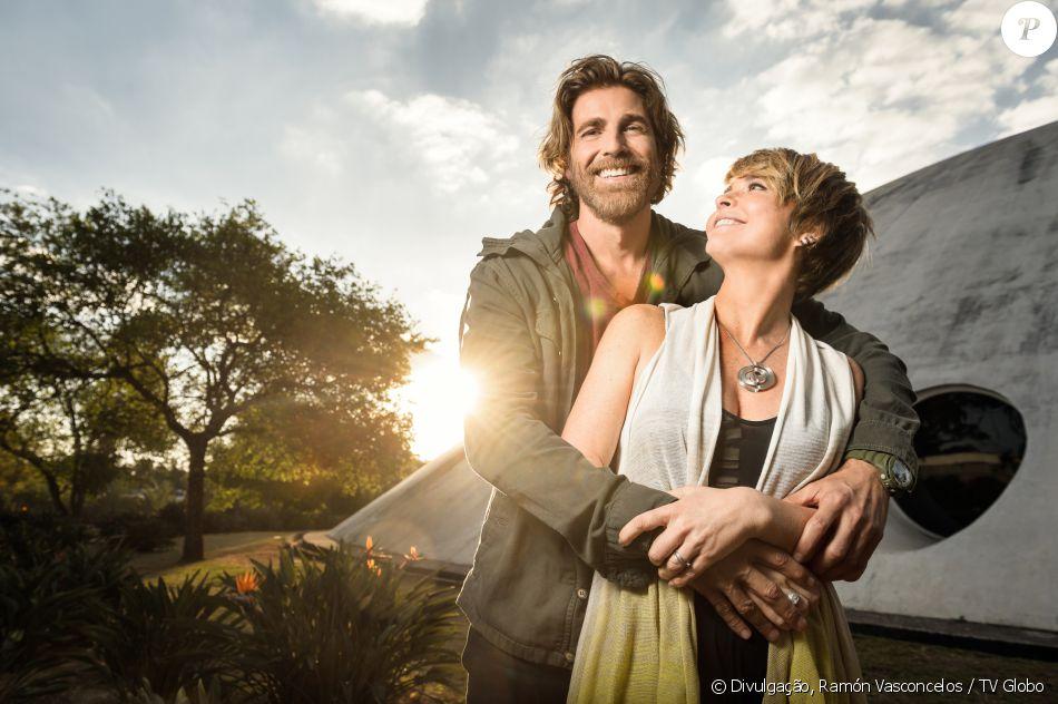 Helô (Claudia Abreu) e Pedro (Reynaldo Gianecchini) se reencontram quando o velejador volta à cidade São Dimas e ela procura um anzol em formato de coração, símbolo do namoro, na novela 'A Lei do Amor'