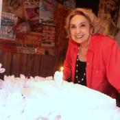 Cercada de amigos, Eva Wilma comemora 80 anos em festa surpresa em São Paulo