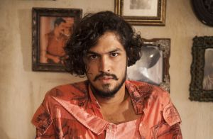 Gabriel Leone muda cabelo e bigode após final da novela 'Velho Chico'. Fotos!