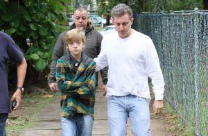 Eleições 2016: Luciano Huck vai às urnas e vota ao lado do filho Joaquim. Fotos!