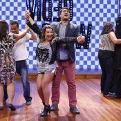 Zeca Camargo e Fernanda Souza levam tombo no 'Vídeo Show': 'Ela não me avisou!'