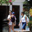 No domingo (15), Grazi Massafera fez compras em Búzios