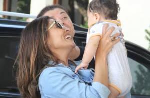 Juliana Paes é flagrada brincando com o caçula, Antônio, de 5 meses, no Rio