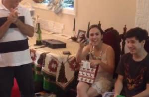 Tatá Werneck ganha presente inusitado de amigo-oculto: 'Natais são divertidos'