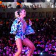 Cantora Claudia Leitte mostra corpo em forma em show em Pernambuco