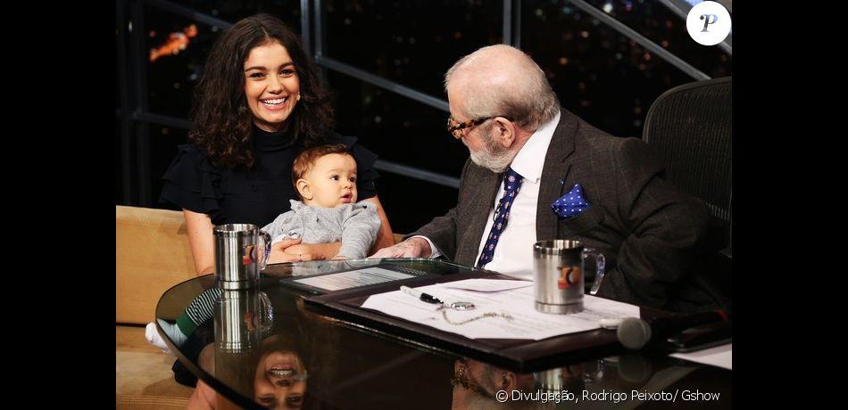 Com o filho, Otto, no colo, Sophie Charlotte é entrevistada por Jô Soares nesta segunda-feira, 21 de novembro de 2016