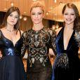 Camila Queiroz, Grazi Massafera e Agatha Moreira posam antes do Emmy Internacional 2016, em Nova York, nos Estados Unidos