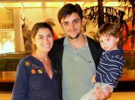 Felipe Simas leva a mulher, Mariana Uhlmann, grávida, e filho em estreia de peça