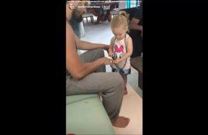 Explosão de fofura: filha de Rafael Cardoso pinta unhas do ator de roxo. Vídeo!