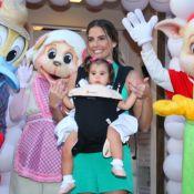 Deborah Secco leva Maria Flor ao aniversário da neta de Preta Gil, no Rio