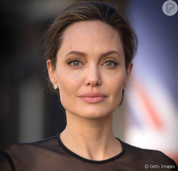 Angelina Jolie, ex-mulher de Brad Pitt, está pesando 34 kg após separação: 'Os braços dela estão puro osso'