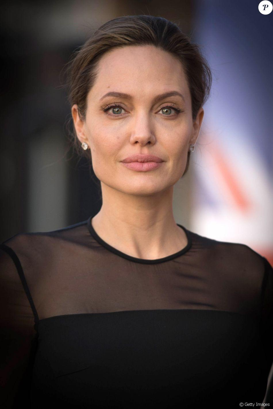 Angelina Jolie, ex-mulher de Brad Pitt, está pesando 34 kg após separação: ' Os braços dela estão puro osso'