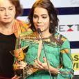 Viúva de Domingos Montagner chora ao receber prêmio pelo ator: 'Emocionante!'