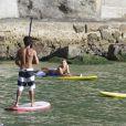 Grazi Massafera, ex-mulher de Cauã Reymond, praticou stand up paddle na praia da Barra da Tijuca, Zona Oeste do Rio, nesta quarta-feira, 8 de janeiro de 2014