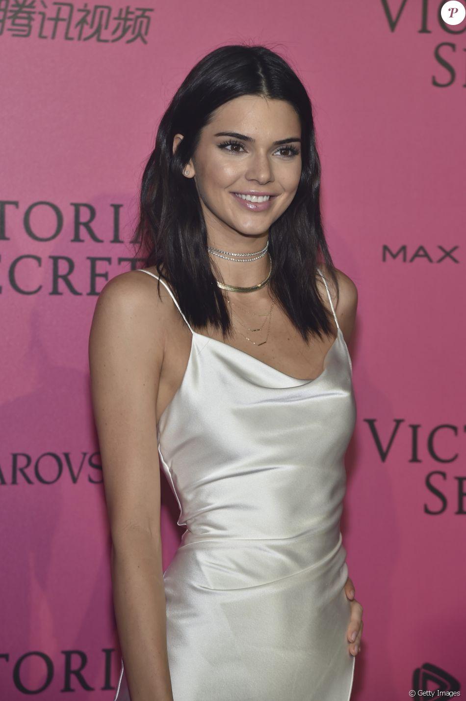 Kendall Jenner e mais modelos vão à festa da Victoria's Secret, em Paris, nesta quarta-feira, 30 de novembro de 2016
