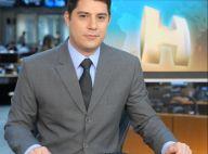 Evaristo Costa consola jornalista após choro por acidente aéreo envolvendo amigo