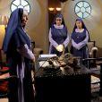 Madre Superiora ( Eliana Guttman ) investiga se Dulce Maria (Lorena Queiroz) estava envolvida no atentado que a derrubou, na novela 'Carinha de Anjo'