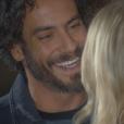 Osmar (Diego Cristo) vai até a casa de Nicole (Dani Godim) e exige que ela se termine o noivado com Gustavo (Carlo Porto), na novela 'Cúmplices de um Resgate'