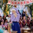 Irmã Cecília (Bia Arantes) ganha festa surpresa de aniversário preparada pelas crianças e freiras do colégio, na novela 'Carinha de Anjo'
