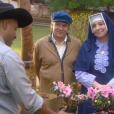 Madre Superiora ( Eliana Guttman ) contrata Pascoal (Camilo Bevilacqua) como funcionário do colégio e  Inácio (Eddie Coelho) lhe explica o funcionamento do local , na novela 'Carinha de Anjo'