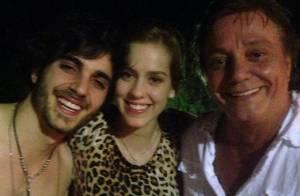Sophia Abrahão e Fiuk curtem noite com o pai da cantor, Fábio Jr.: 'Altos papos'