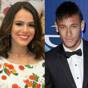 Bruna Marquezine acompanha Neymar em treino do Barcelona e é tietada. Foto!